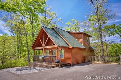 1 Bedroom, 1 Bath Deluxe Cabin For 4. A Great Honeymoon Getaway With A View.