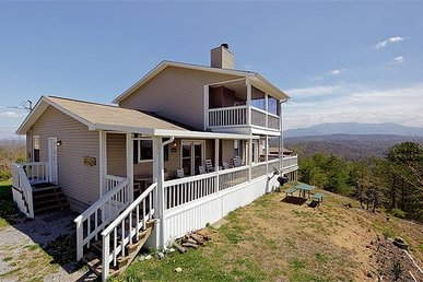 3 Bedroom, 2 Bath, Pet-friendly Value Cabin With Incredible Mountain Views.