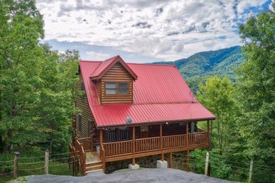 3 Bedroom, 2.5 Bath Value Cabin For 12 With A Hot Tub And Incredible Views.