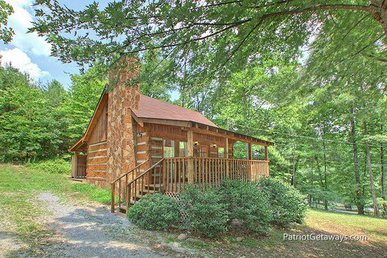 1 Bedroom, 1 Bathroom Affordable Honeymoon Getaway With A Wood Burning Fireplace