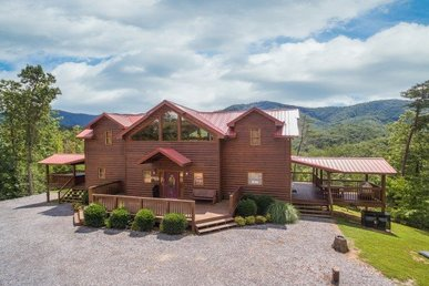 3 Bedroom, 3.5 Bath Custom Lodge In A Very Secluded Setting With Incredible View