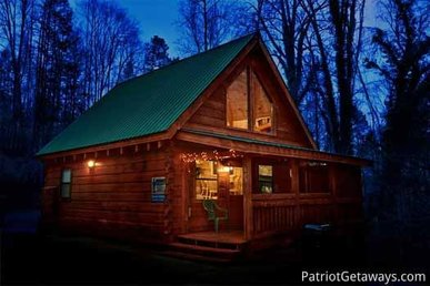 1 Bedroom, 1.5 Bath Romantic Honeymoon Cabin With A Gas Fireplace & Pool Table.