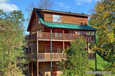3 Bedroom, 3 Bath Luxury Cabin For 8, Close To Town And Easy To Access.