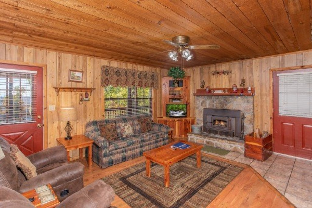 Photo of a Pigeon Forge Cabin named Apple View - This is the fifth photo in the set.