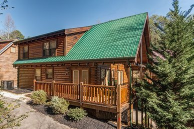 3 Bedroom, 3 Bath Luxury Plus Cabin For 10 In The Heart Of Pigeon Forge.