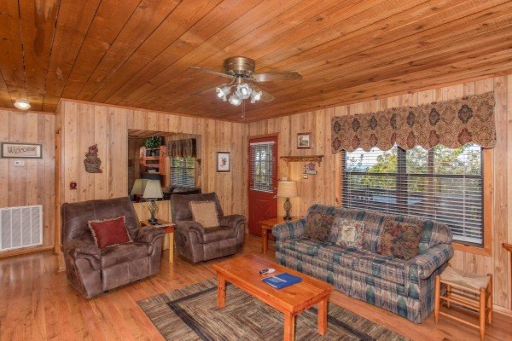 Photo of a Pigeon Forge Cabin named Apple View - This is the sixth photo in the set.