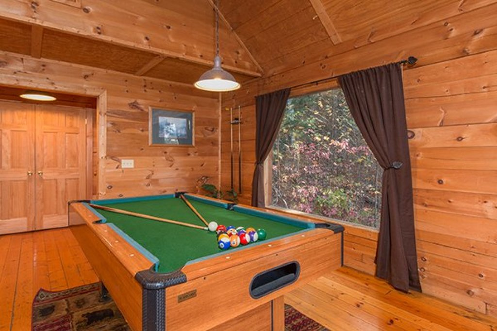 Photo of a Gatlinburg Cabin named Lincoln Logs - This is the sixth photo in the set.
