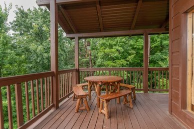 3 Bedroom, 3.5 Bath Deluxe Cabin For 6 With Hot Tub & Incredible Mountain Views.