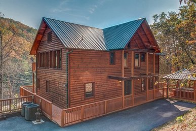 3 Bedroom, 2.5 Bath Luxury Cabin For 8, Semi-secluded In A Resort.