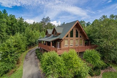 3 Bedroom, 2 Bath Luxury Cabin With Air Hockey, Arcade, Hot Tub & More!