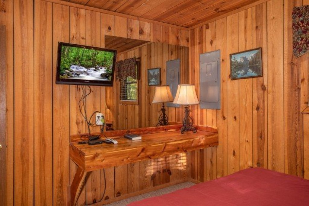 Photo of a Pigeon Forge Cabin named Apple View - This is the fourteenth photo in the set.