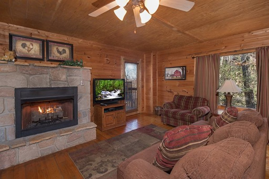 Photo of a Gatlinburg Cabin named Sunny Side Up - This is the second photo in the set.