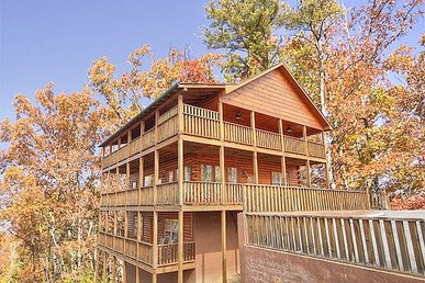 5 Bedroom, 5 Bath Luxury Cabin With Game And Theatre Rooms. Easy To Access.