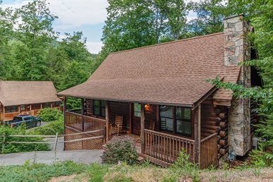 1 Bedroom, 1.5 Bath Deluxe Cabin For 4. Easy Access & Close To Town.