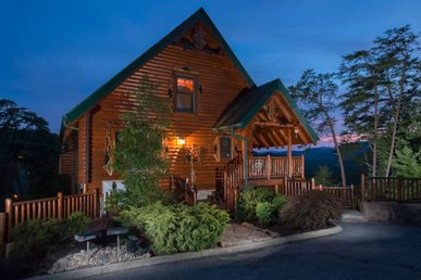 4 Bedroom, 3 Bath Luxury Cabin With A Pool Table And Incredible Mountain Views.