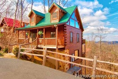3 Bedroom, 3 Bath Luxury Cabin For 10 With A Hot Tub & Incredible Mountain View.