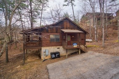 1 Bedroom, 1 Bath Deluxe Cabin For 6, Easy To Access In A Resort Setting.