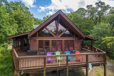3 Bedroom, 3 Bath, Deluxe Cabin For 12 With Level Parking, Great For Families.