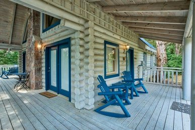 1 Bedroom, 1 Bath Luxury Cabin With Space For 6. Easy To Access, Close To Town.