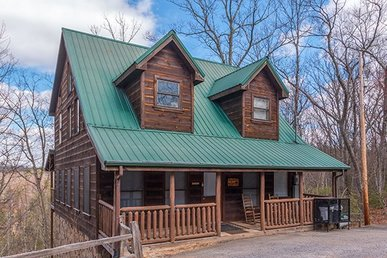2 Bedroom, 2 Bath, Pet-friendly Deluxe Cabin For 9 In A Semi-secluded Setting.