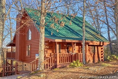 Luxury 1 Bedroom, 1 Bath Loft Cabin With A Hot Tub In A Resort Setting.