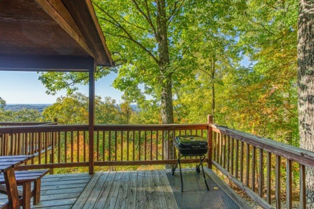 Photo of a Pigeon Forge Cabin named Apple View - This is the tenth photo in the set.