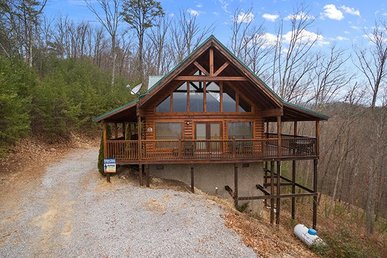 A 1 Bedroom, 2 Bath Cabin In The Heart Of Wears Valley With Incredible Views.