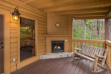 1 Bedroom, 2 Bath Luxury Cabin For 4 With A Pool Table, Fireplace, & Hot Tub.