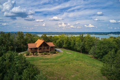 2 Bedroom, 2.5 Bath Secluded On 50 Acres With An Incredible View And Lake Access