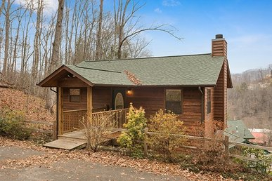 2 Bedroom, 2 Bath Deluxe Cabin For 6, Easy To Access & Close To Gatlinburg.