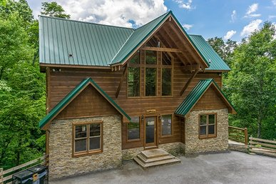 4 Bedroom, 4 Bath Deluxe Cabin For 12 On Three Levels With A Hot Tub & Fireplace