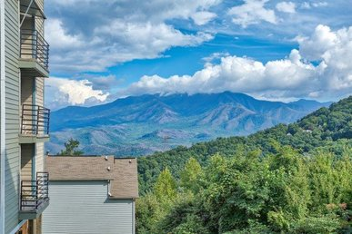 2 Bedroom, 2 Bath Economy Condo For 6 With An Incredible Mountain View.