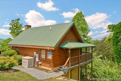 2 Bedroom, 2 Bath Cabin In A Resort Setting Close To Pigeon Forge Attractions.