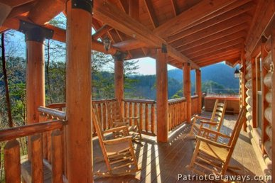 3 Bedroom, 3.5 Bath Luxury Cabin For 14 With A View & Home Theater Room.