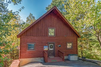 A Romantic 1 Bedroom, 1 Bath Cabin With A Game Loft In Gatlinburg.