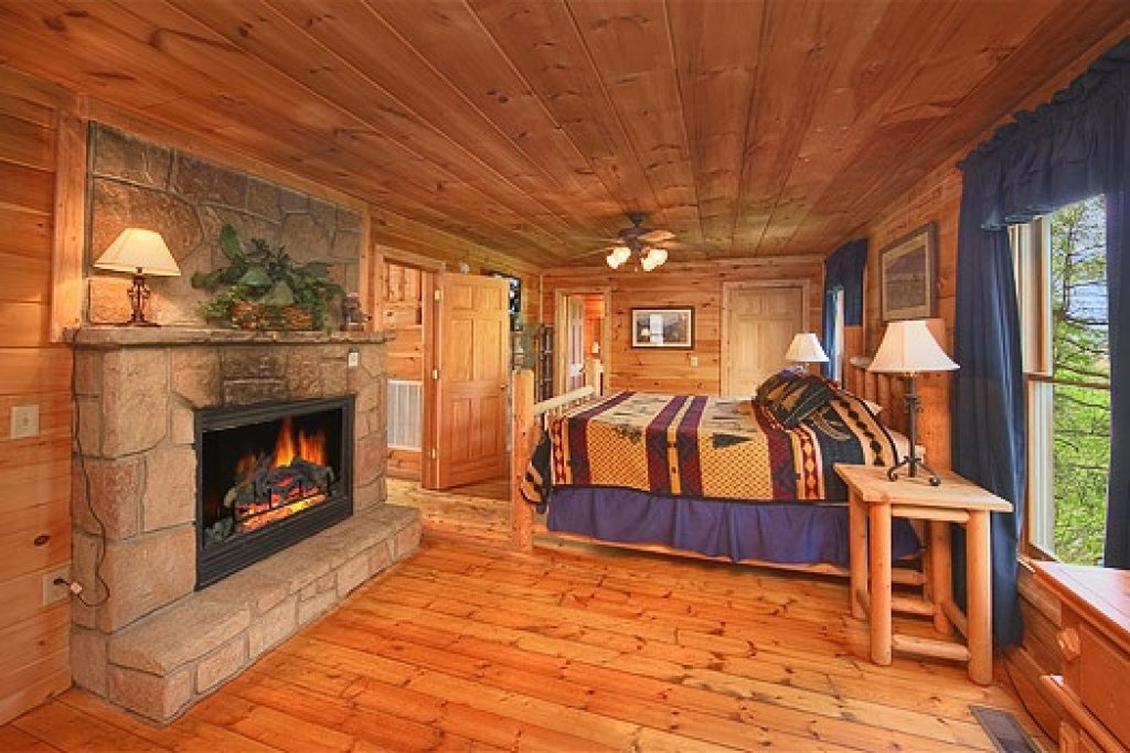 Photo of a Gatlinburg Cabin named Trapper's Trace - This is the seventh photo in the set.
