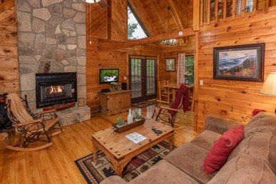 1 Bedroom, 1.5 Bath Charming Cabin Close To Pigeon Forge And Easy To Access.