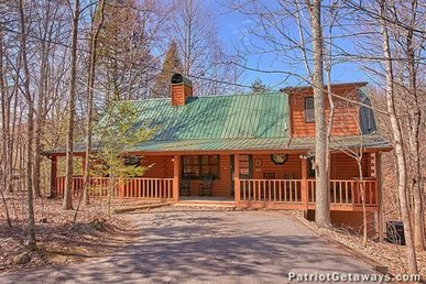 2 Bedroom, 2 Bath Luxury Cabin For 8 With A Hot Tub And Pool Table. Easy Access!