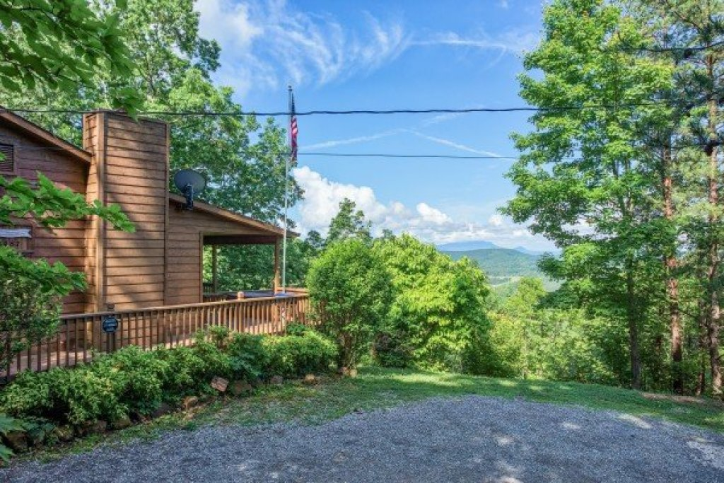 Photo of a Pigeon Forge Cabin named America's View - This is the first photo in the set.