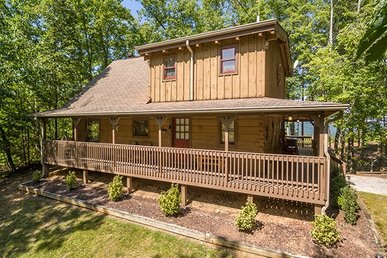Semi-secluded Luxury 2 Bedroom With 2 Baths And An Incredible Mountain View.