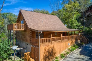 2 Bedroom, 2 Bath Deluxe Cabin For 8 Near Douglas Lake. Easy To Access!