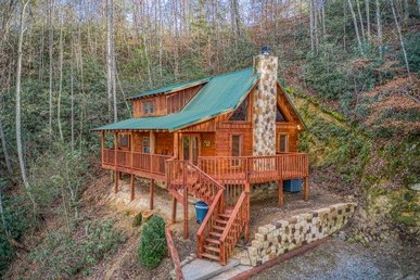 1 Bedroom, 2 Bath, Very Secluded, Pet-friendly Cabin For 8 With A Hot Tub.