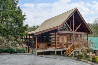 3 Bedroom, 3 Bath Luxury Cabin Easy To Access And Close To The Parkway