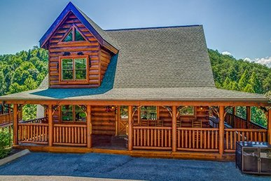 2 Bedroom, 2.5 Bath Luxury Cabin For 12 With Incredible Views And Easy To Access