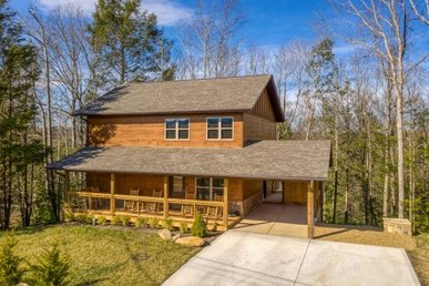 3 Bedroom, 3 Bath, Brand New Luxury Cabin For 8 With A Game Room & Hot Tub.