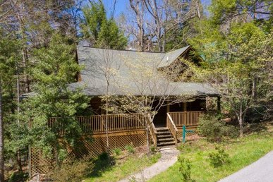 An Easy To Access, 2 Bedroom, 2 Bath Value Cabin Near Downtown Gatlinburg!