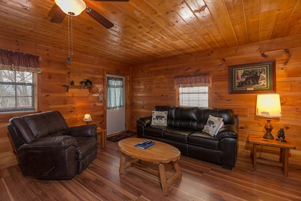Photo of a Pigeon Forge Cabin named Beary Good Time - This is the third photo in the set.