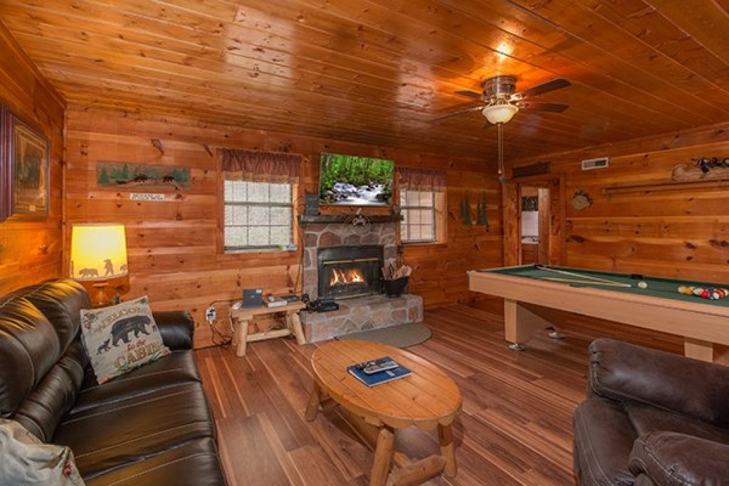 Photo of a Pigeon Forge Cabin named Beary Good Time - This is the second photo in the set.