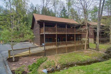 4 King Master Suites, Deluxe Cabin For 12 In An Easy To Access Resort.