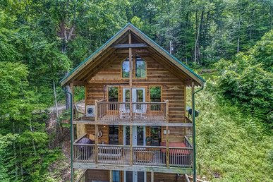 3 King Bedrooms, 3 Bath, Semi-secluded Deluxe Cabin For 12  With A Game Room.